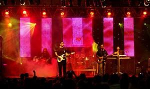 Banda percorre o Brasil em novo show e novo cenário