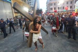 André Leite encena Paixão de Cristo