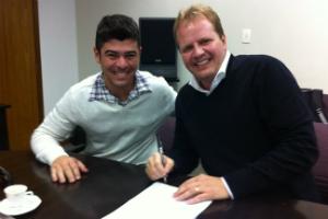 Dalcides Biscalquin assina contrato